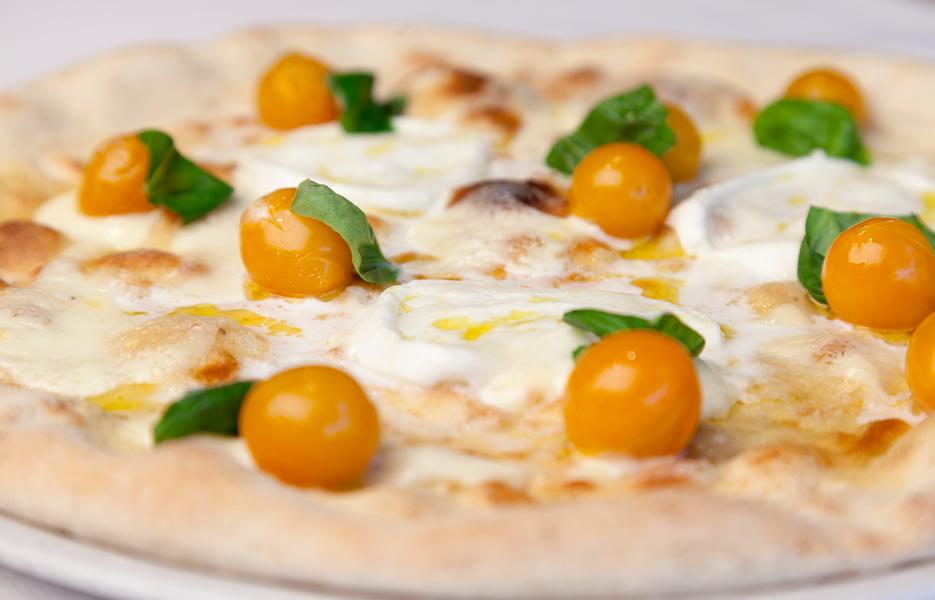 Gialla pizza con pomodorini gialli crema di pecorino e - Caterina cucina e farina ...
